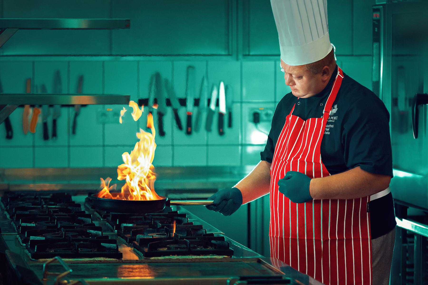 Szef kuchni zdradza przepis na dorsza w pergaminie